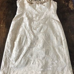 EUC like new. Raised lace detail. Lined
